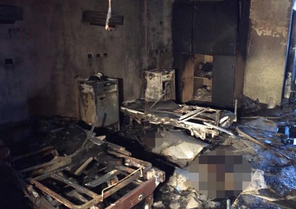 5、6床方位的火勢較為猛烈,初判主要起火點在第6床床頭附近。(記者蔡宗憲翻攝)