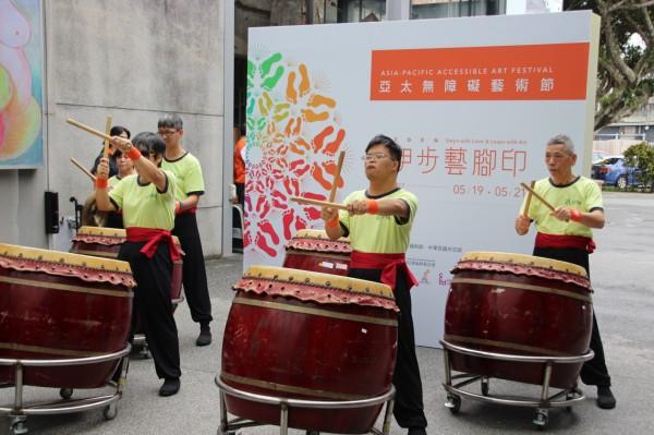 伊甸宜蘭教養院住民帶來太鼓表演,展現表演無障礙。(伊甸基金會提供)