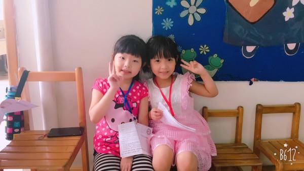 小朋友開心參與客語認證。(客委會提供)
