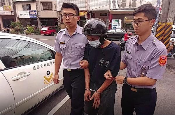 陳姓慣竊偵訊後,警方依法送辦。(記者李忠憲翻攝)