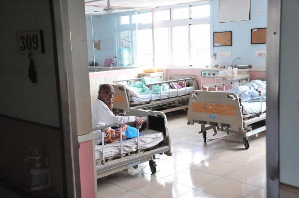 南門護理之家1、3樓今天恢復運作。(記者蔡宗憲攝)