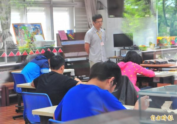 國中教育會考登場,花蓮考區共3545人應試,缺考42人。(記者花孟璟攝)