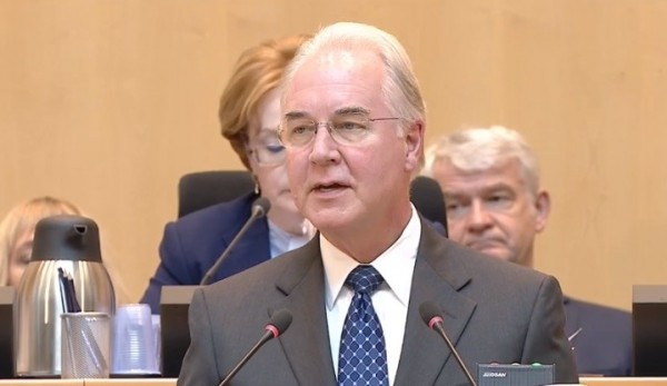 美國衛生部長普萊斯在總發言中支持台灣繼續參與WHA。(翻攝自WHA官網直播)