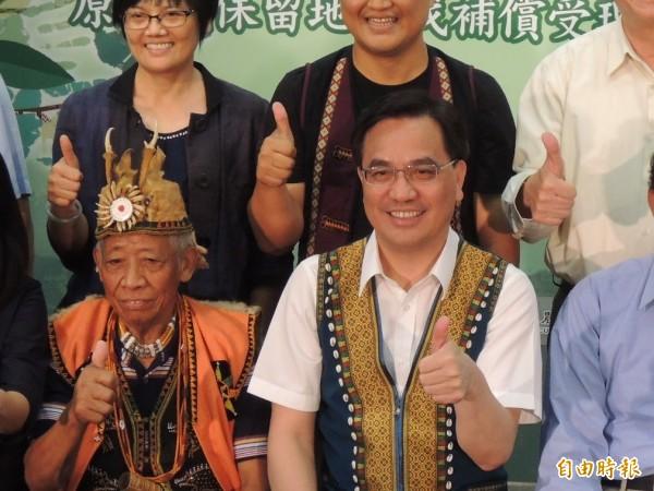 原民會主委夷將·拔路兒Icyang·Parod(右)認為,立法院三讀通過《原住民族語言發展法》草案,是台灣原住民族語言權利保障的新里程碑。(資料照,記者黃邦平攝)
