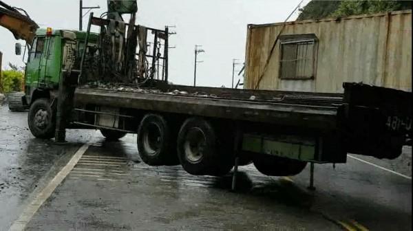 公路總局進駐蘇花公路坍方路段搶修。(公路總局提供)