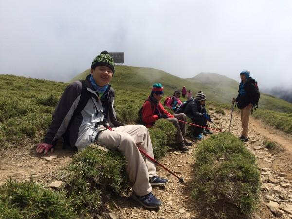 賴翔緯跟著同學一起挑戰攀登百岳。(賴翔緯媽媽提供)