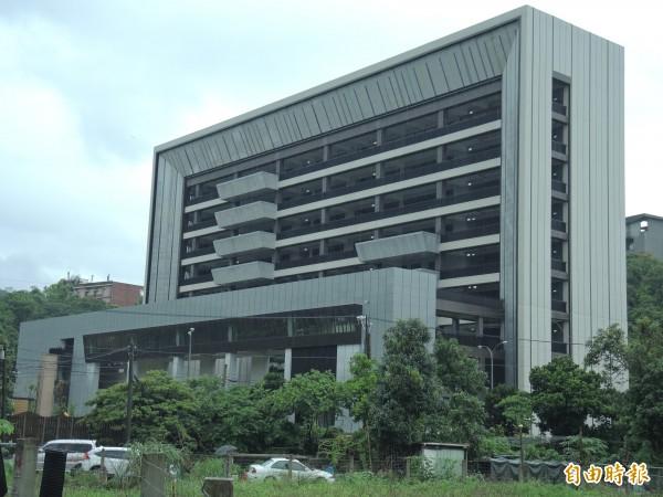 罕見大樓為國內首座符合黃金級綠建築認證的教學大樓。(記者翁聿煌攝)