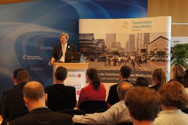高市交通局長陳勁甫在國際運輸論壇高峰會分享城市交通治理經驗。(高市府提供)