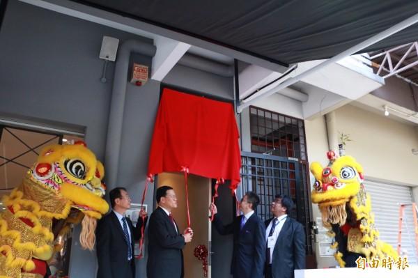 生展馬來西亞子公司上週開幕;圖右一為生展董事長陳威仁。(記者陳永吉攝)