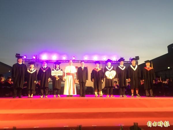 副總統陳建仁參加靜宜大學畢業典禮,以「智慧、寧靜、勇氣」三錦囊祝福畢業生。(記者歐素美攝)