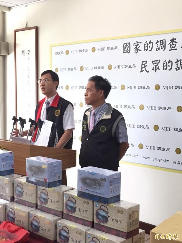 南投地檢署主任檢察官王銘裕(左)說,賴男觸犯詐欺取財罪。(記者陳鳳麗攝)