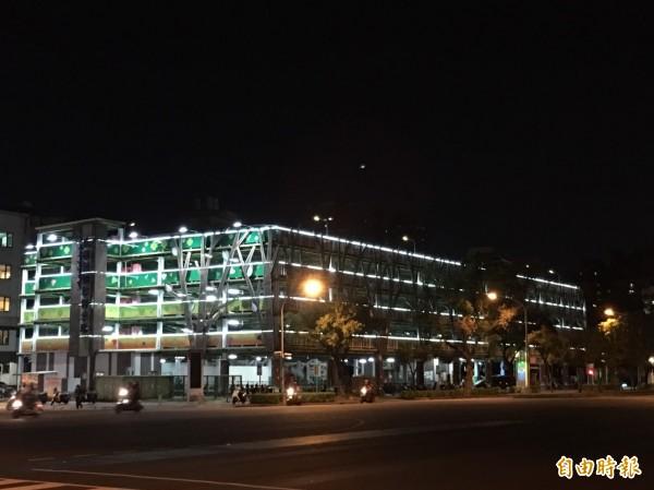 高市委外經營的民權輕鋼架停車場(記者王榮祥攝)