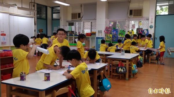 北市府擬在6年內完成「校校有幼托」。圖為興華國小附幼上課情形。(記者張議晨攝)