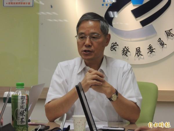 郭台銘撂狠話不回台投資,國發會主委陳添枝:他說的是氣話。(記者陳梅英攝)