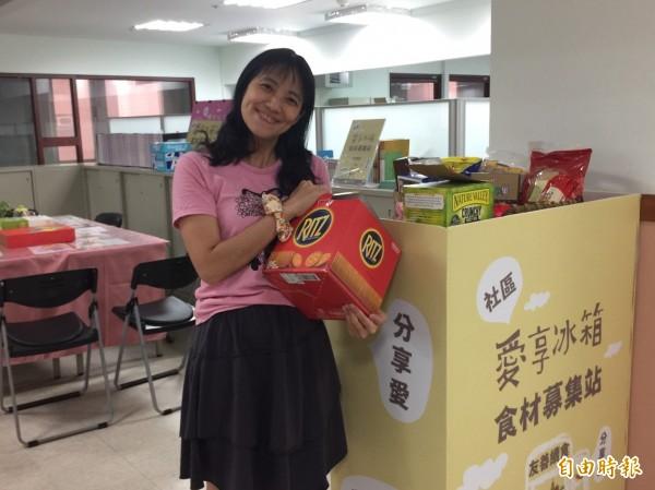 響應食物不浪費,新竹市政府社會處14日起,率先在衛福大樓4樓試辦轄內第一個「社區愛享冰箱食材募集站」。(記者王駿杰攝)