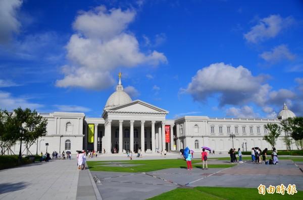 奇美博物館推出週一開館首日慶活動,7月3日全民免費入場。(記者吳俊鋒攝)