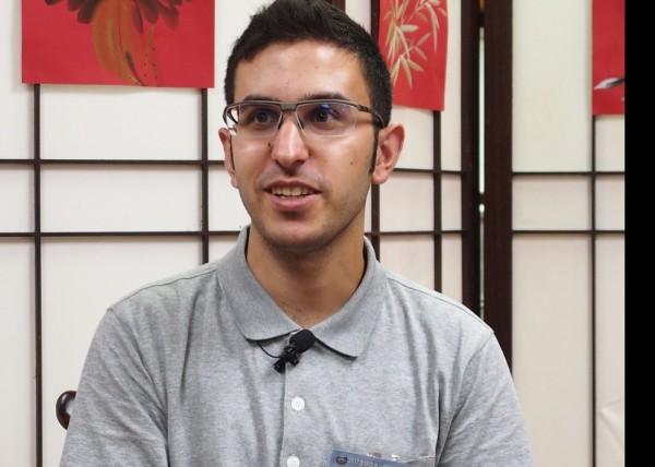 敘利亞難民哈迪(Hady)投入慈濟志工服務,來台參加研習會,希望能夠幫助更多同胞及受難者。(佛教慈濟基金會提供)