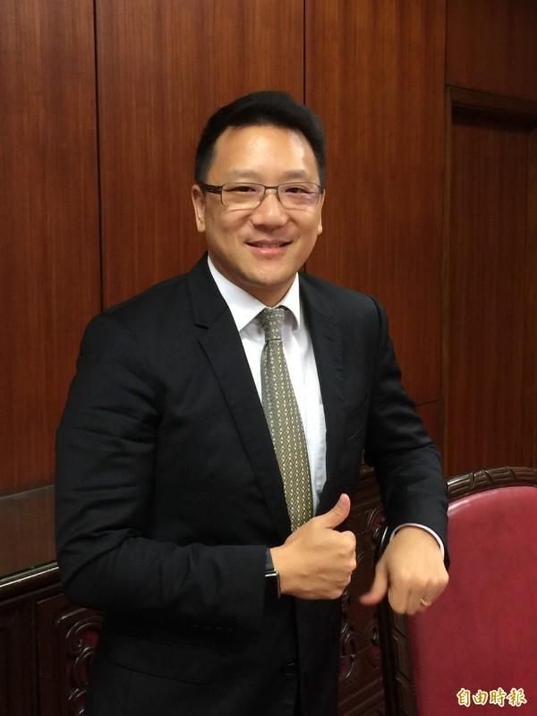 嘉泥(1103)董事長張剛綸今天在股東會後表示,台灣若沒有水泥是全民要買單的事情,形容水泥業已被妖魔化了。(記者楊雅民攝)