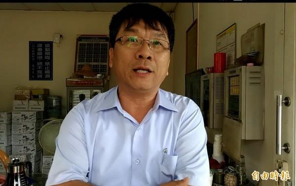 西螺農會總幹事廖錦富認為農委會訂出天花板菜價,對農民實在不公平。 (記者廖淑玲攝)