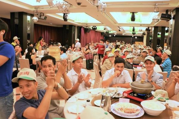 越南台商精密機械招待616名員工來台旅遊,是史上最大規模的越南旅遊團。(僑委會提供)