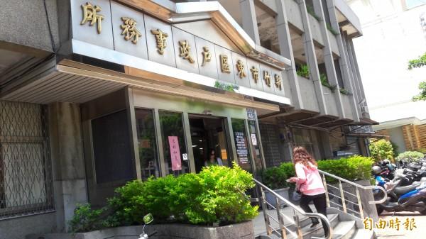 新竹市首對女女今天上午完成同性伴侶登記,是新竹市有史以來第一對,兩人都是新竹市民,年紀33歲和29歲,兩人低調不願曝光,但很開心感動。照片與新聞事件無關。(記者洪美秀攝)