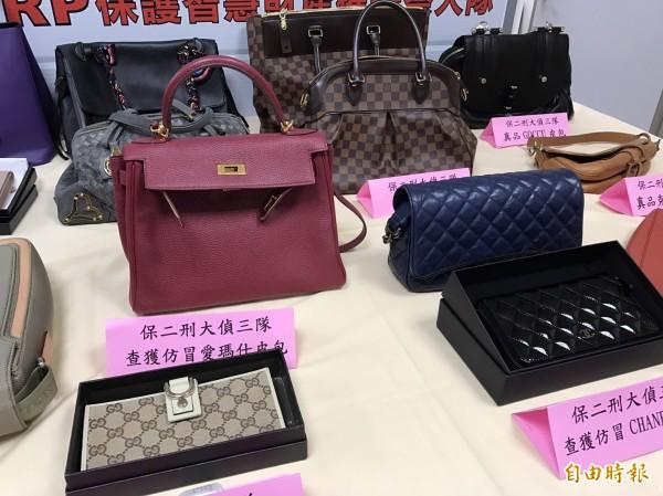 知名阿邦師涉賣假名牌包,3人各依10萬元交保。(記者黃良傑攝)