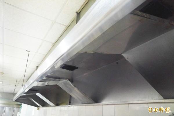 環保局將補助空污防制設備,圖為管前處理設備擋板式分離器。(記者陳文嬋攝)
