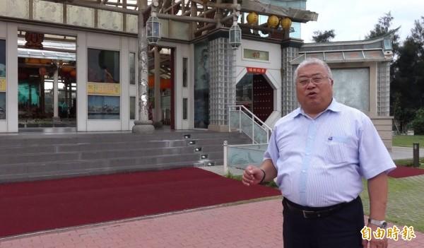 台灣玻璃館董事長林肇睢,運用綠能觀念來打造環保的玻璃廟。(記者劉曉欣攝)