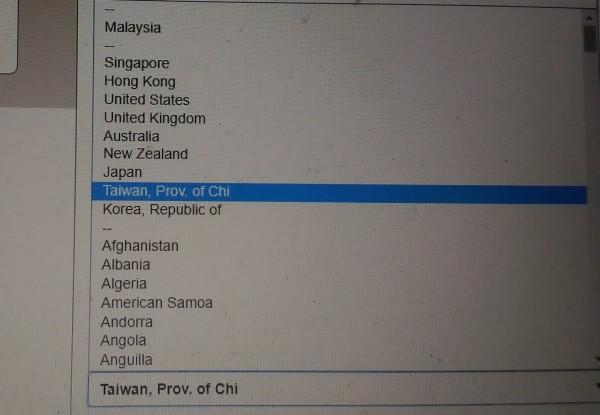 大馬鐵路公司訂票網站的信用卡發卡國籍選項,將台灣標註為中國的一省;反而香港沒有特別標註。(記者蔡文居翻攝)