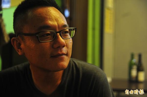 小南人燒烤的老闆鄭百弘說,他堅持營業時間不增加也不新開分店,是因為要「修行」。(記者王捷攝)