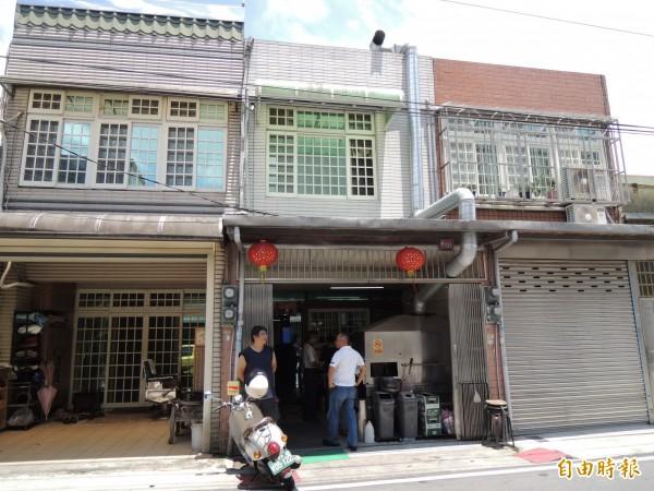 「聞媽媽家庭小吃」沒掛招牌,卻早已是龍潭區知名的巷弄美食。(記者周敏鴻攝)