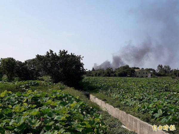 東元電機火災,遠方就可以看到濃煙密布(讀者提供)