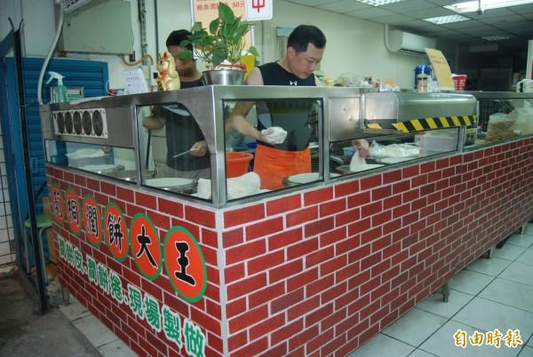 隱藏在巷弄中,開店逾20年的「莿桐潤餅大王」是新北市永和區排隊美食。(記者張安蕎攝)