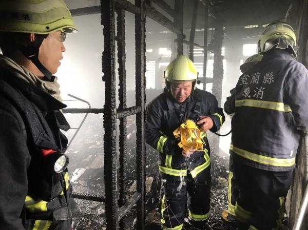 消防局出動四分隊前往搶救。(記者簡惠茹翻攝)