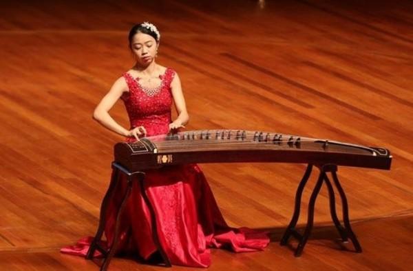 南藝大國樂系研究所學生黃予璇獲得南洋音樂大賽古箏專業青年九大音樂院校組冠軍。(圖由南藝大提供)