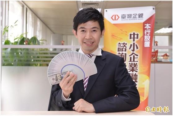 新台幣匯率午盤過後由升轉貶,收在30.419元。(記者盧冠誠攝)