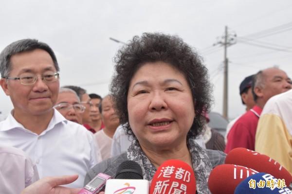 針對高雄下屆立委可能少一席說法,高雄市長陳菊今天傍晚受訪表示,中選會計算模式無法源依據,且凸顯票票不等值的問題。(記者蘇福男攝)