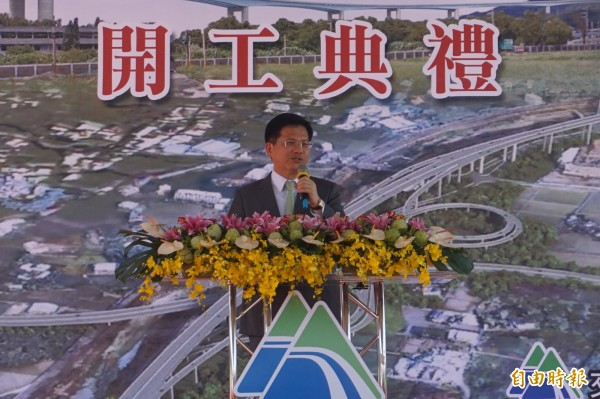 台中市長林佳龍表示,國道四號豐原潭子段工程是台中打造環城公路最重要也是最後的拼圖。(記者歐素美攝)