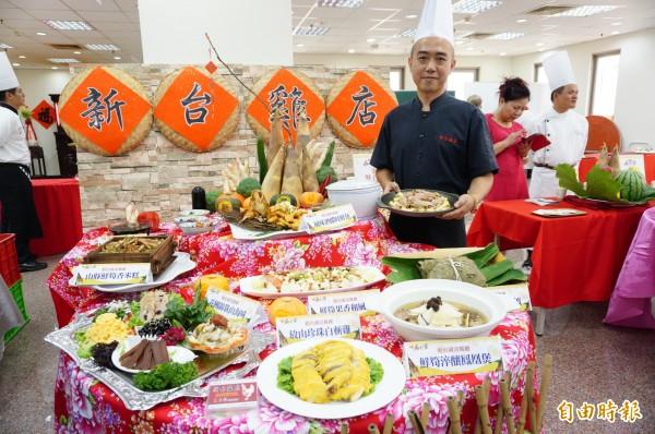 新台雞店餐廳展示店內麻竹筍饗宴。(記者何宗翰攝)
