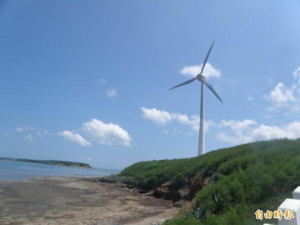 澎湖沿岸風能發電屢遭民眾抗議,未來民意支持與否也影響離岸風能的成敗。(記者劉禹慶攝)