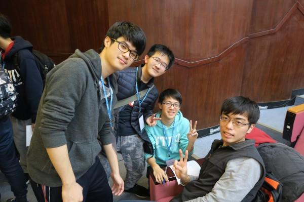 清華機器人團隊取名「從缺」成員為呂家儒(左一)、劉博誠(左二)、黃威均(右二)、蔡松(右一)。(清大提供)