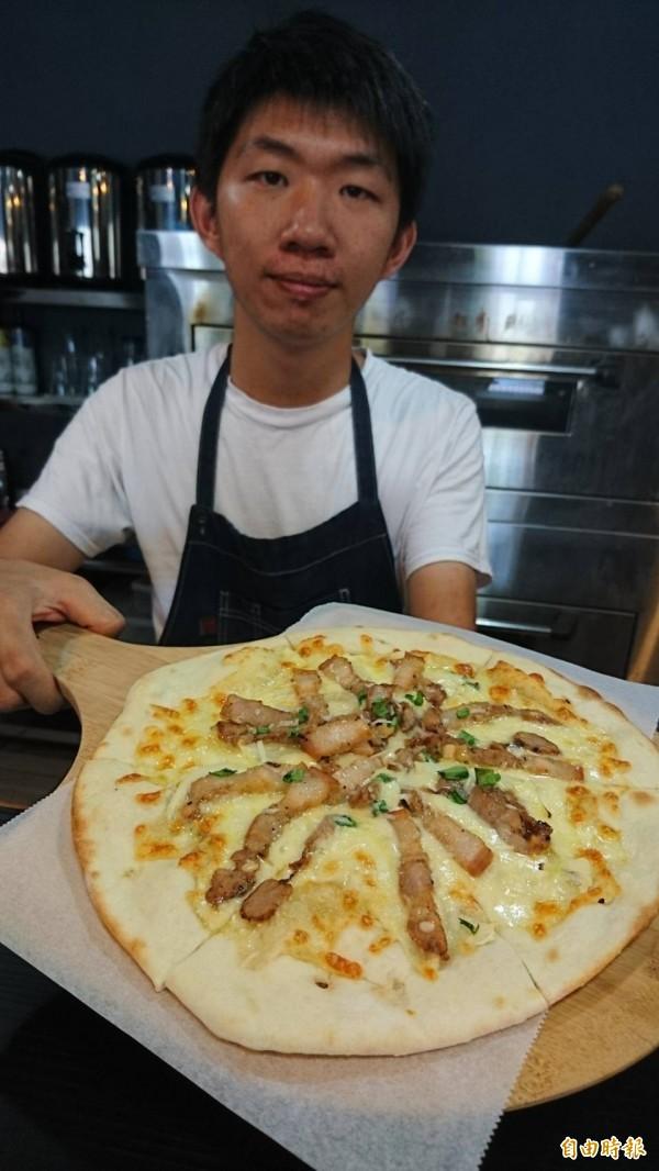 江弘琪研發客家鹹豬肉披薩。(記者彭健禮攝)