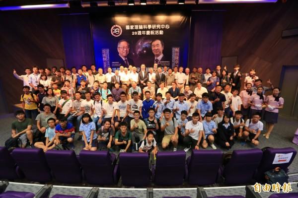 諾貝爾大師在清華大學!日本諾貝爾物理獎得主梶田隆章與美國哈佛大學數學家丘成桐到清大演講,與學子分享研究理論和人生哲學,吸引很多學生聽講。(記者洪美秀攝)