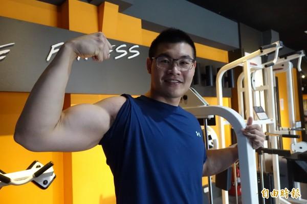 白又丞在快速瘦身50公斤後,現在以無氧運動來增加肌肉,提高基礎代謝率。(記者劉曉欣攝)