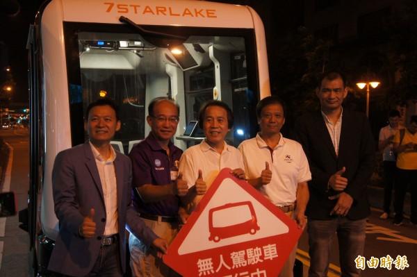 台北副市長林欽榮凌晨率市府團隊宣布試驗成功。(記者黃建豪攝)