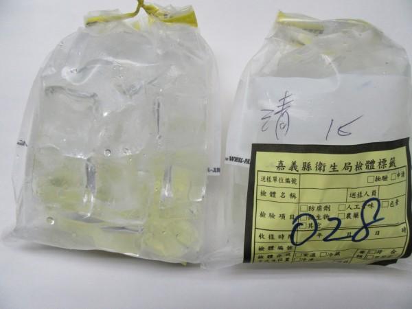 六腳清心福全冷飲店的冰塊生菌數超標。(記者蔡宗勳翻攝)