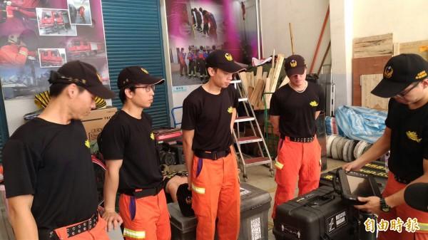九寨溝大地震,桃園市消防局搜救大隊人員已經待命,隨時可以前往支援救難勤務。(記者周敏鴻攝)