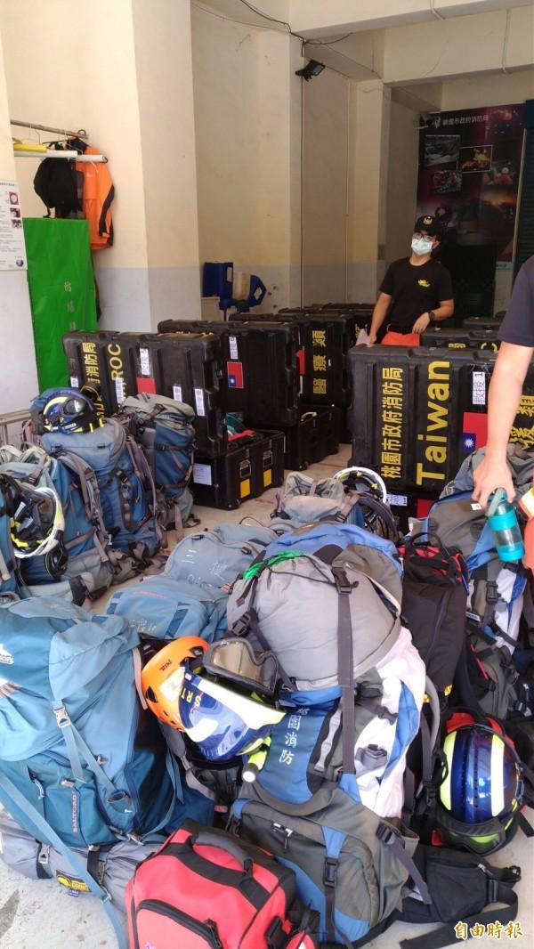 九寨溝大地震,桃園市消防局搜救大隊人員已經整裝待命完成,隨時可以前往支援救難勤務。(記者周敏鴻攝)