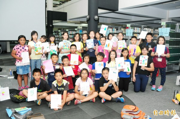 靜宜大學舉行「暑期創意閱讀營」。(記者張軒哲攝)