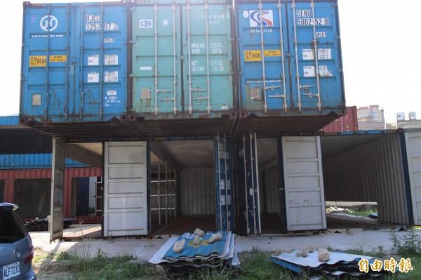 縣府有官員直言,貨櫃屋比較怕風,不怕地震,新竹的強風有可能把兩層貨櫃一起拔起,所以固定的工作要格外謹慎。(記者黃美珠攝)